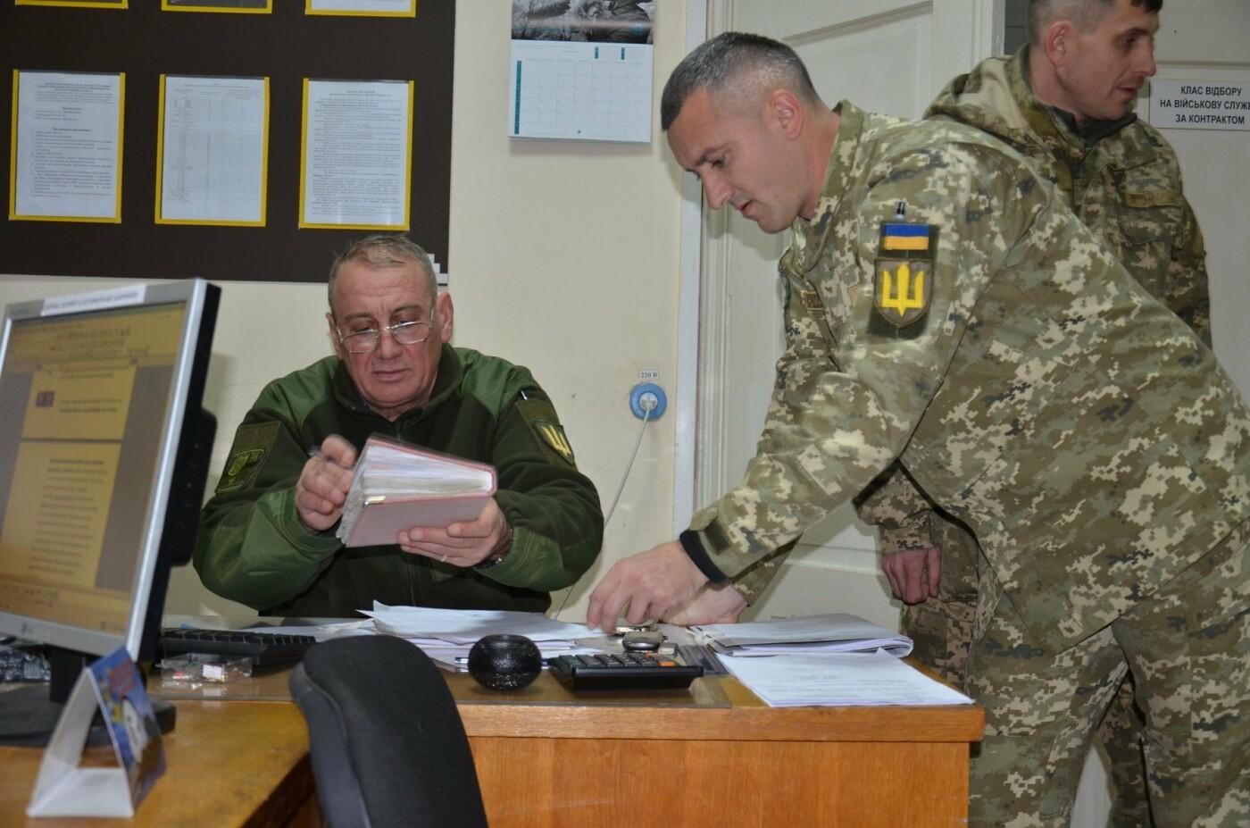 Буковинці почали активно звертаютись до військкомату: на службу відправили ще 6 кандидатів, фото-4