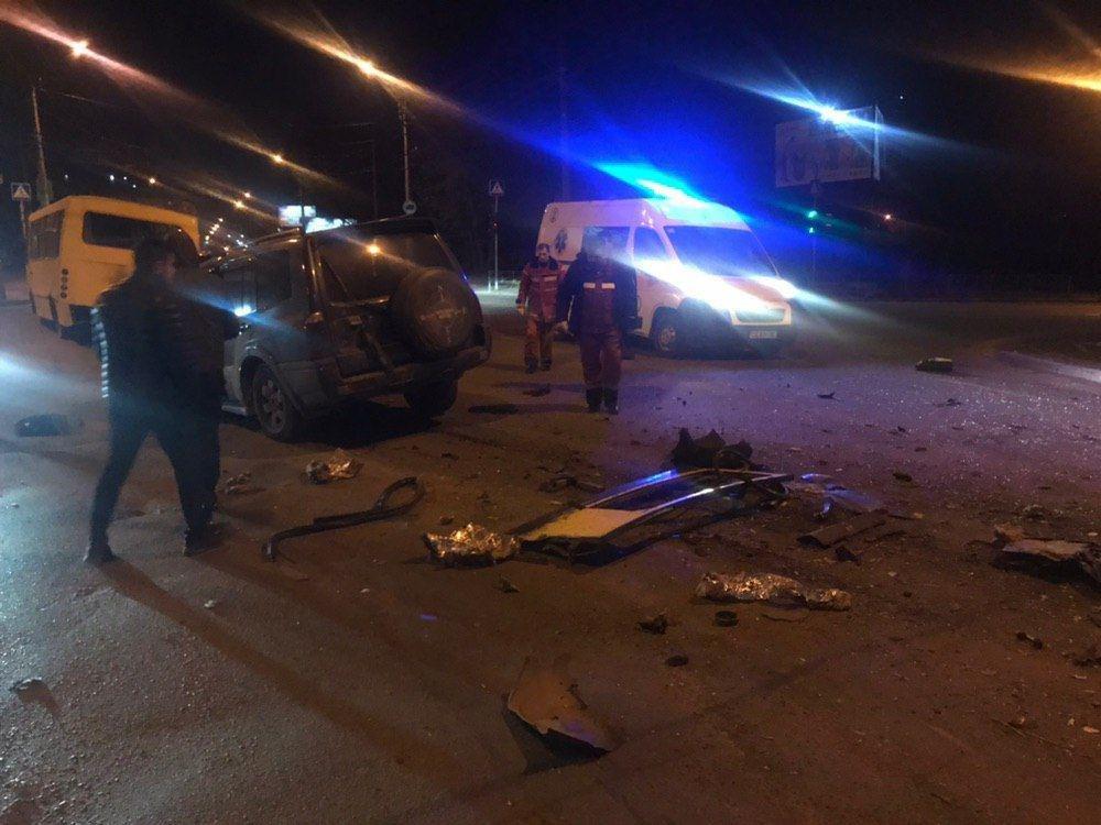 ДТП у Чернівцях: п'яний водій на швидкості влетів у маршрутку (фото), фото-2