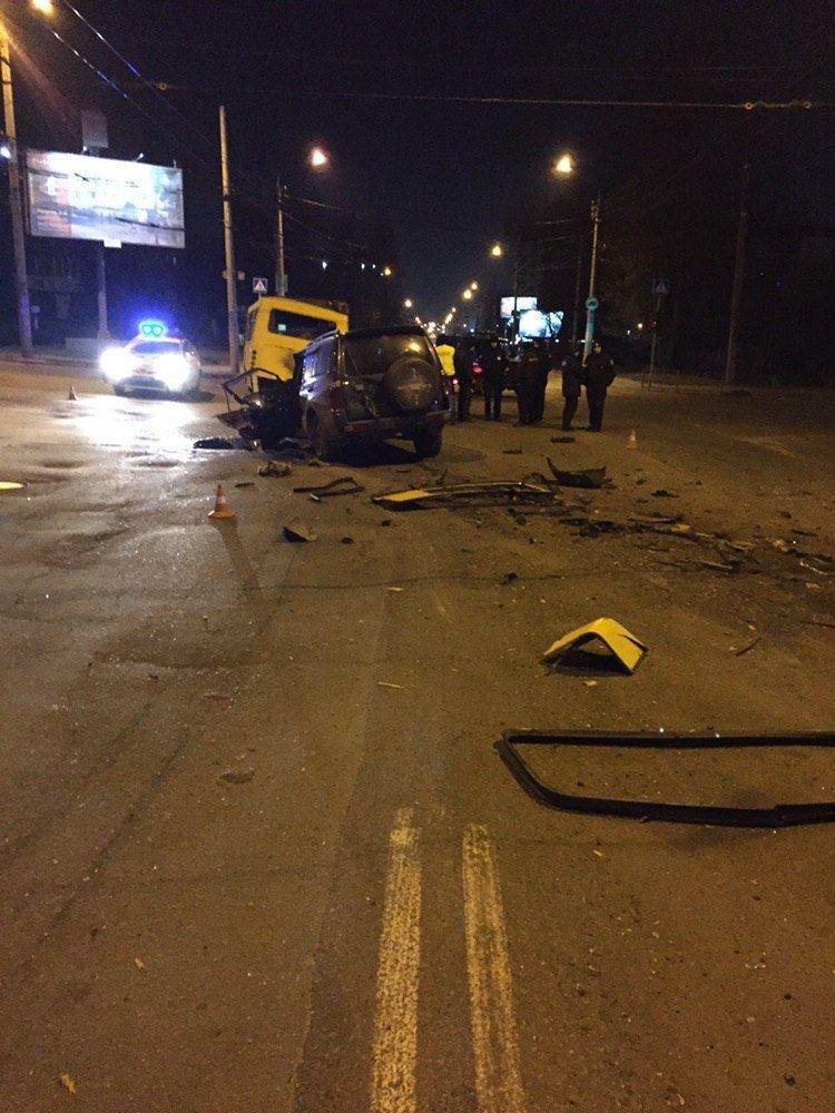 ДТП у Чернівцях: п'яний водій на швидкості влетів у маршрутку (фото), фото-5