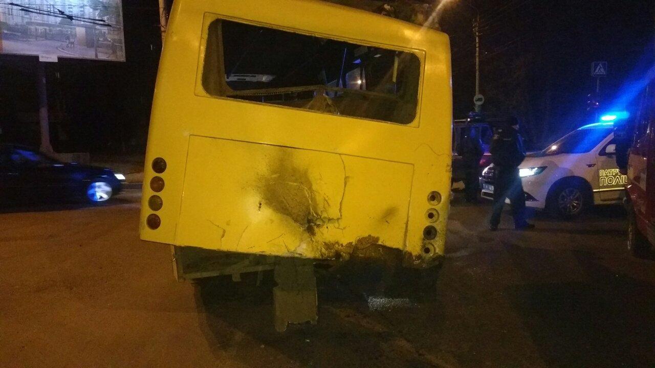 Чернівецькі рятувальники розповіли, як витягували із Джипу п'яного водія, фото-1