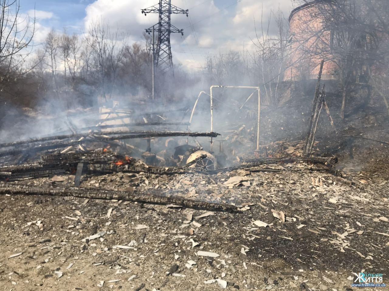 На Буковині через підал сухої трави згоріла насосна станція, фото-1