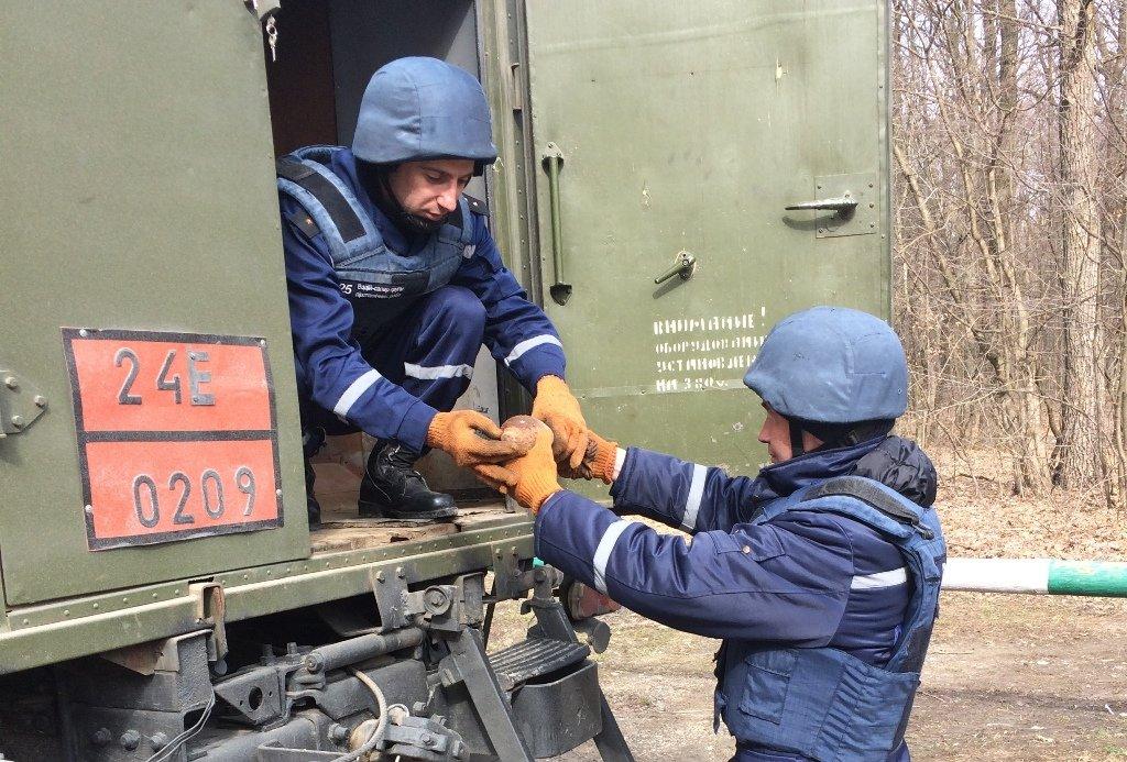 На Хотинщині буковинці знайшли міну, фото-2