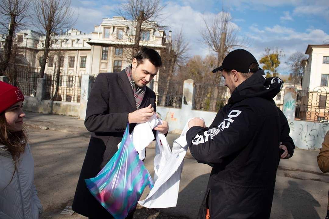 В Чернівцях студенти прибрали парк Шиллера, фото-3