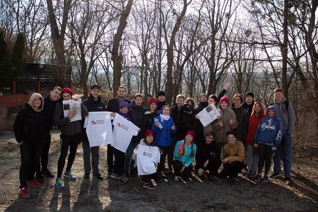 В Чернівцях студенти прибрали парк Шиллера, фото-2