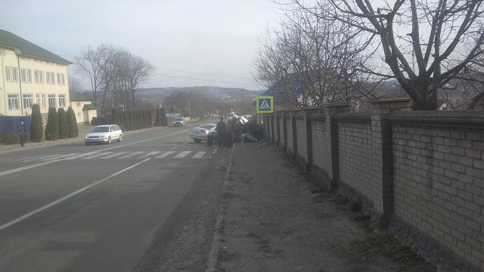 Під Чернівцями зіткнулось одразу 3 автомобілі, фото-3