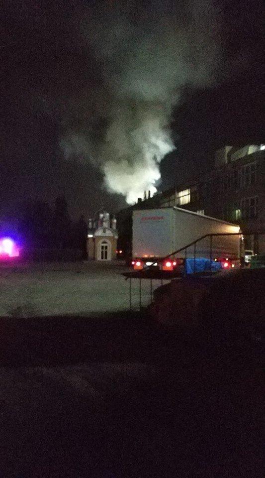 В Чернівцях загорілось приміщення меблевої фабрики, фото-1