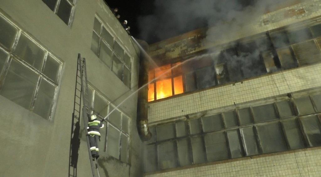 Рятувальники повідомили деталі вчорашньої пожежі в Чернівцях, фото-1