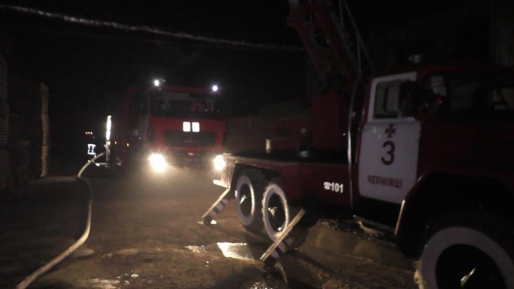 Рятувальники повідомили деталі вчорашньої пожежі в Чернівцях, фото-2