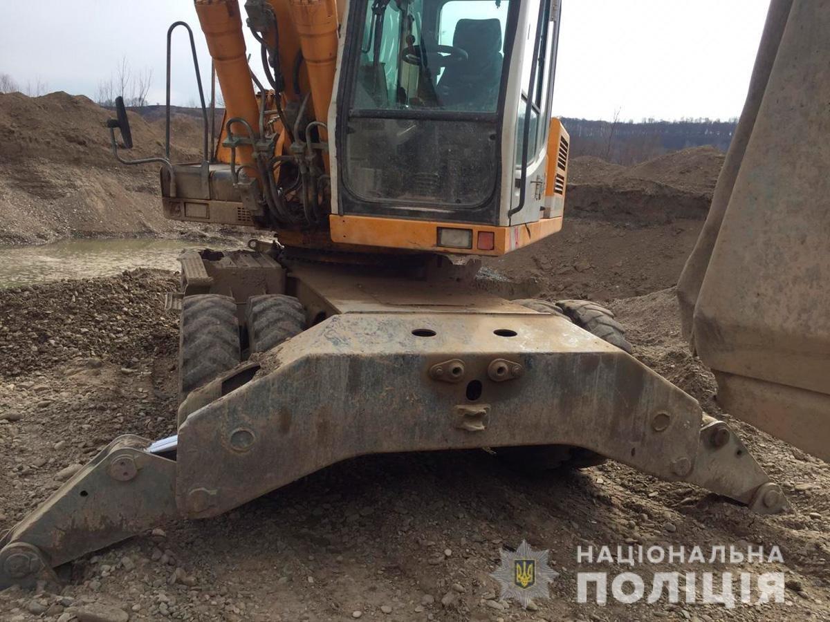 На Буковині під час незаконного видобування вирили котлован 60 на 30 метрів, фото-2