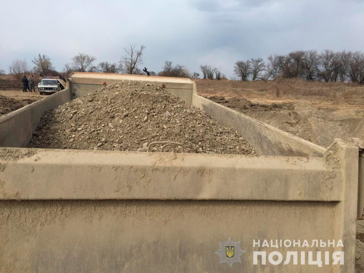 На Буковині під час незаконного видобування вирили котлован 60 на 30 метрів, фото-3