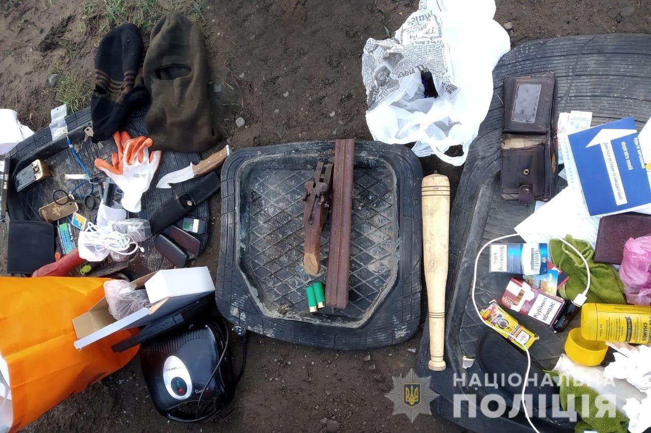 Побили та пограбували: буковинська поліція затримала 3 нападників, фото-1