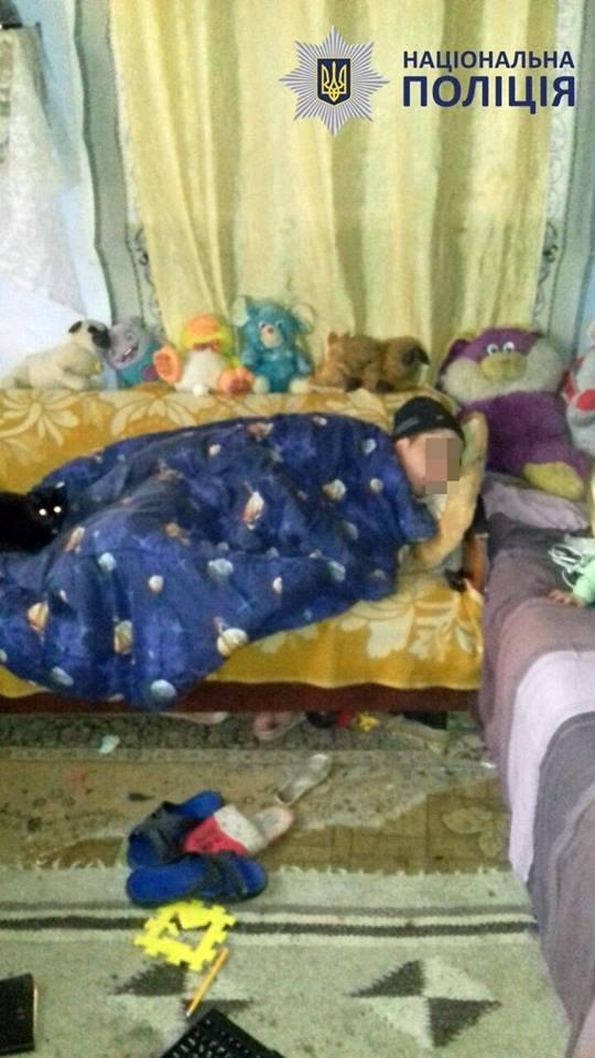 Пили та били дітей: в Чернівцях на подружжя склали протокол за антисанітарні умови проживання, фото-1