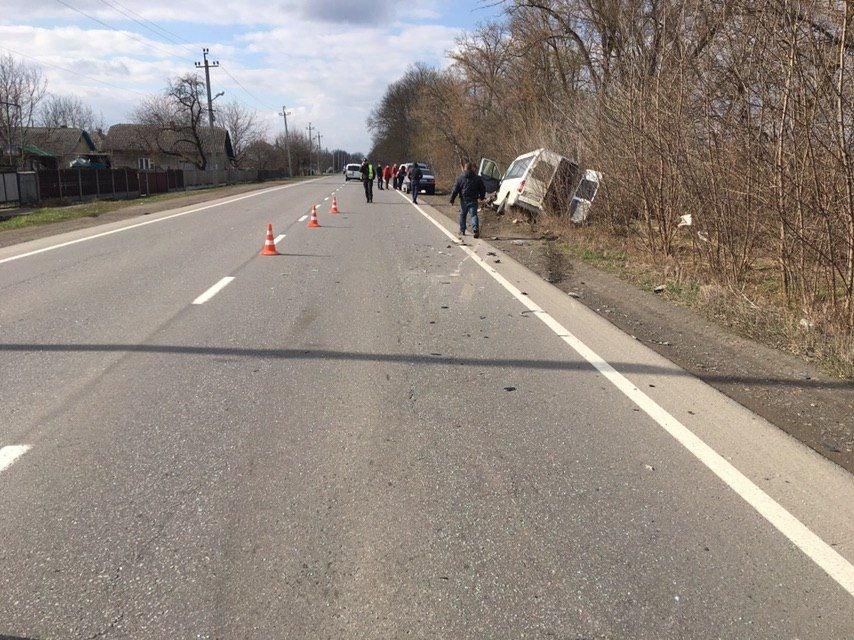 ДТП на Буковині: зіштовхнулись маршрутка та легковик, є потерпілі, фото-1