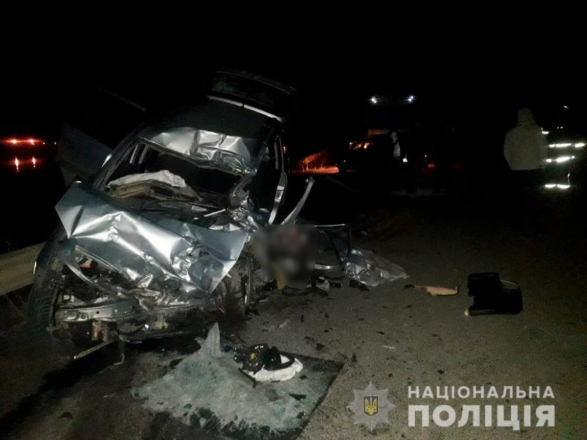 На Буковині мінівен зіктнувся з вантажівкою: одна людина загинула, фото-1