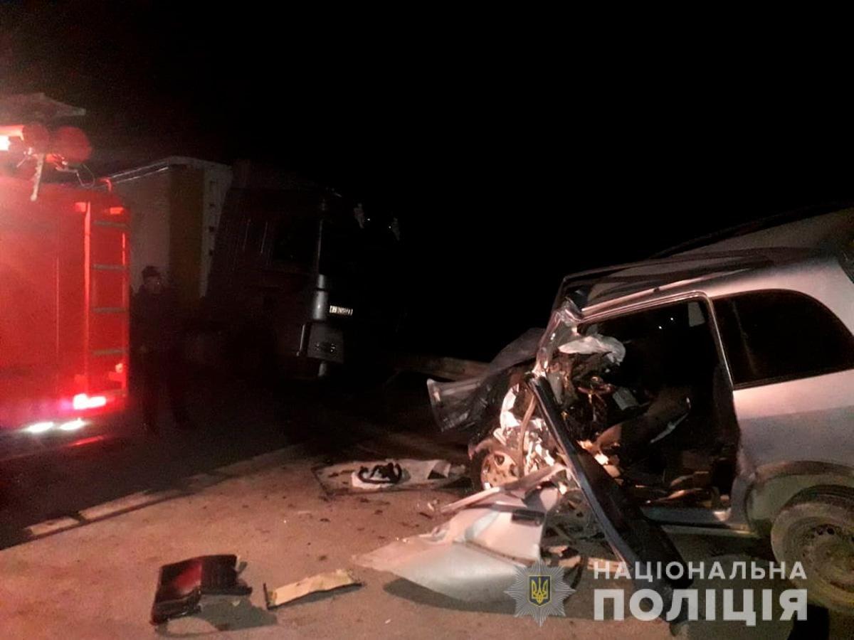 На Буковині мінівен зіктнувся з вантажівкою: одна людина загинула, фото-3