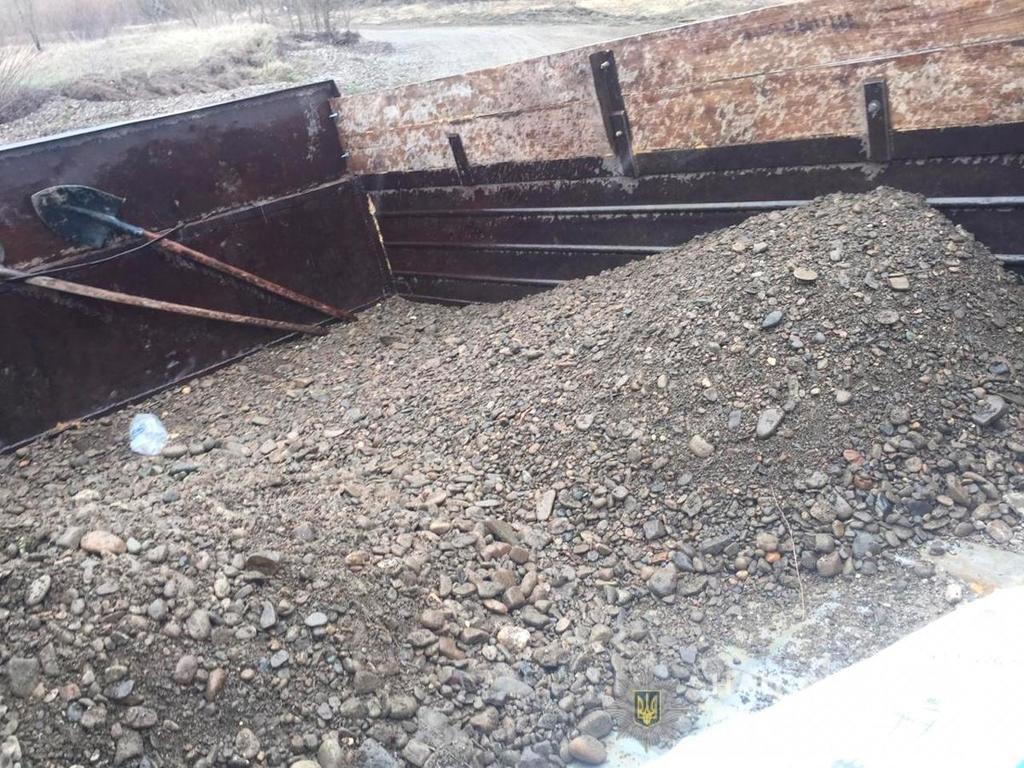 На Кіцманщині двоє чоловіків, під час незаконного видобування, вирили колован майже 30 кубічних метрів, фото-2
