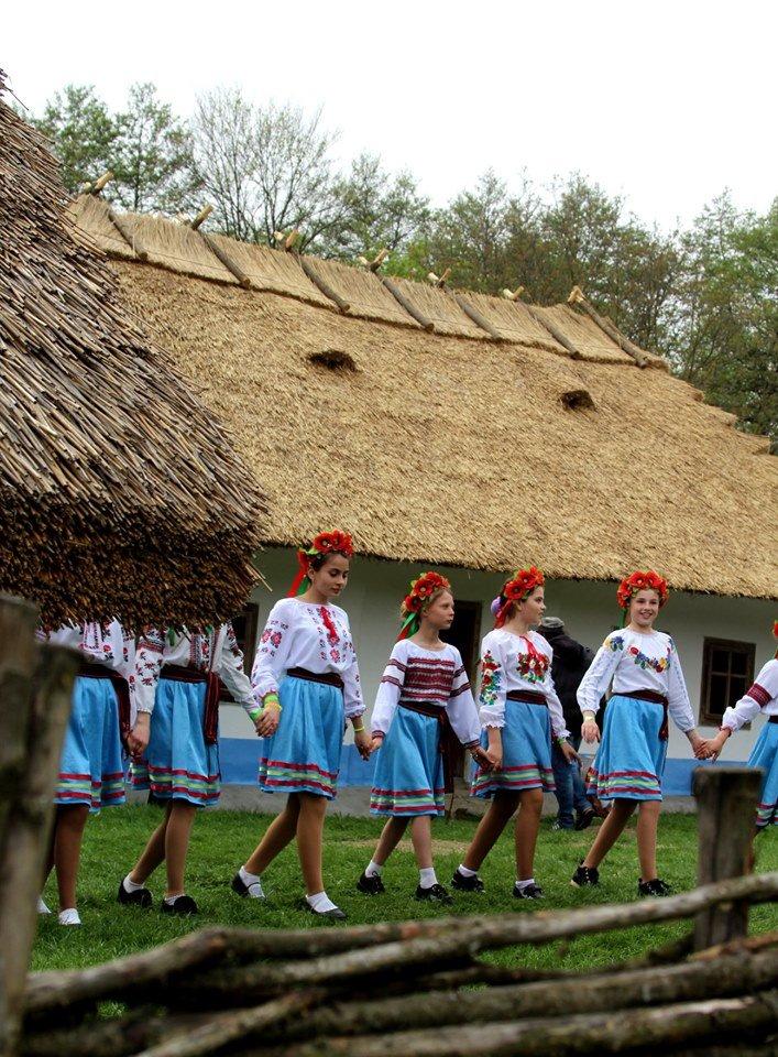 В Чернівцях провели мистецьке свято, фото-13