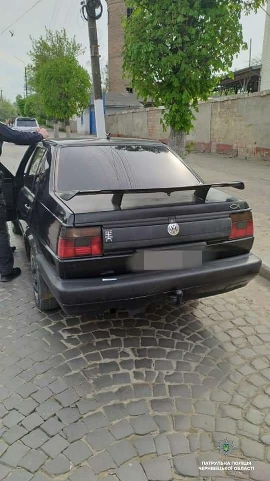 В Чернівцях перехожі повідомили патрульним про нетверезого водія, фото-1