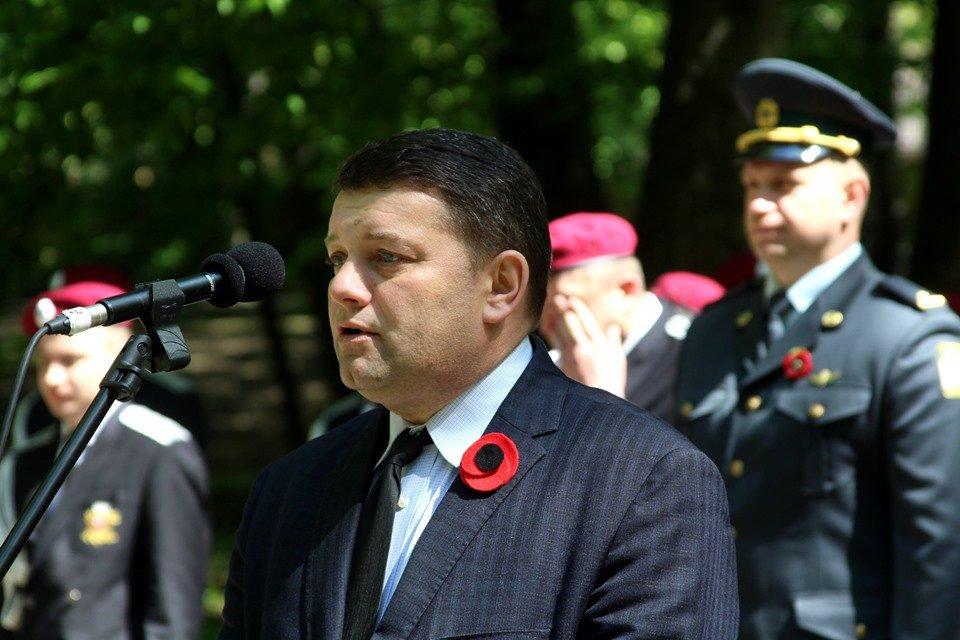 В Чернівцях біля пам'ятника генералу Федору Боброву провели мітинг-реквієм, фото-1