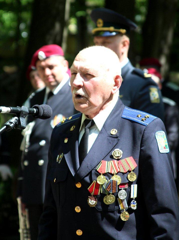 В Чернівцях біля пам'ятника генералу Федору Боброву провели мітинг-реквієм, фото-2