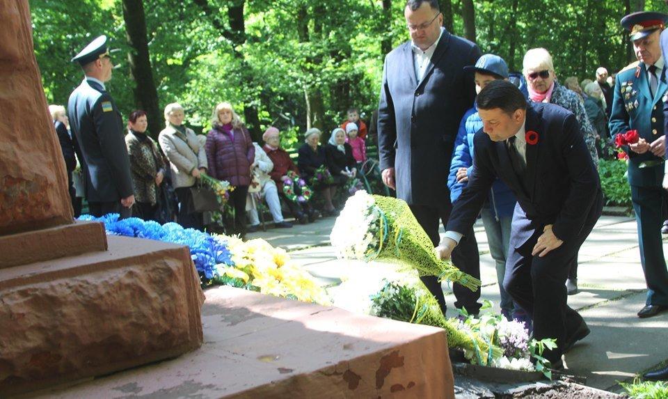 В Чернівцях біля пам'ятника генералу Федору Боброву провели мітинг-реквієм, фото-3