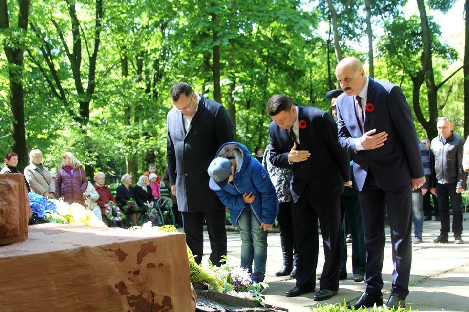В Чернівцях біля пам'ятника генералу Федору Боброву провели мітинг-реквієм, фото-4