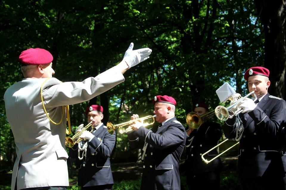 В Чернівцях біля пам'ятника генералу Федору Боброву провели мітинг-реквієм, фото-5