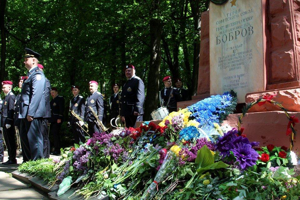 В Чернівцях біля пам'ятника генералу Федору Боброву провели мітинг-реквієм, фото-7