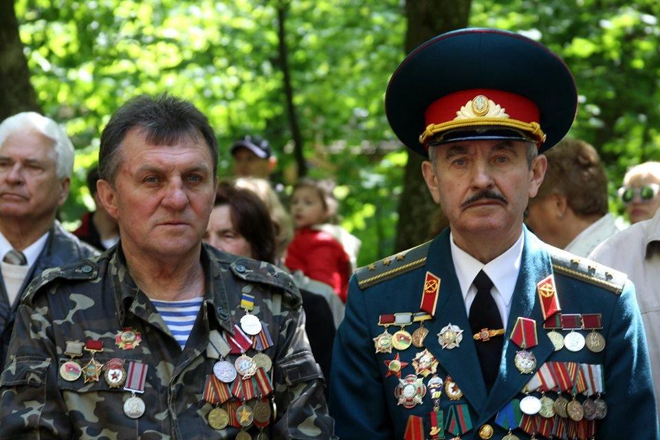 В Чернівцях біля пам'ятника генералу Федору Боброву провели мітинг-реквієм, фото-8