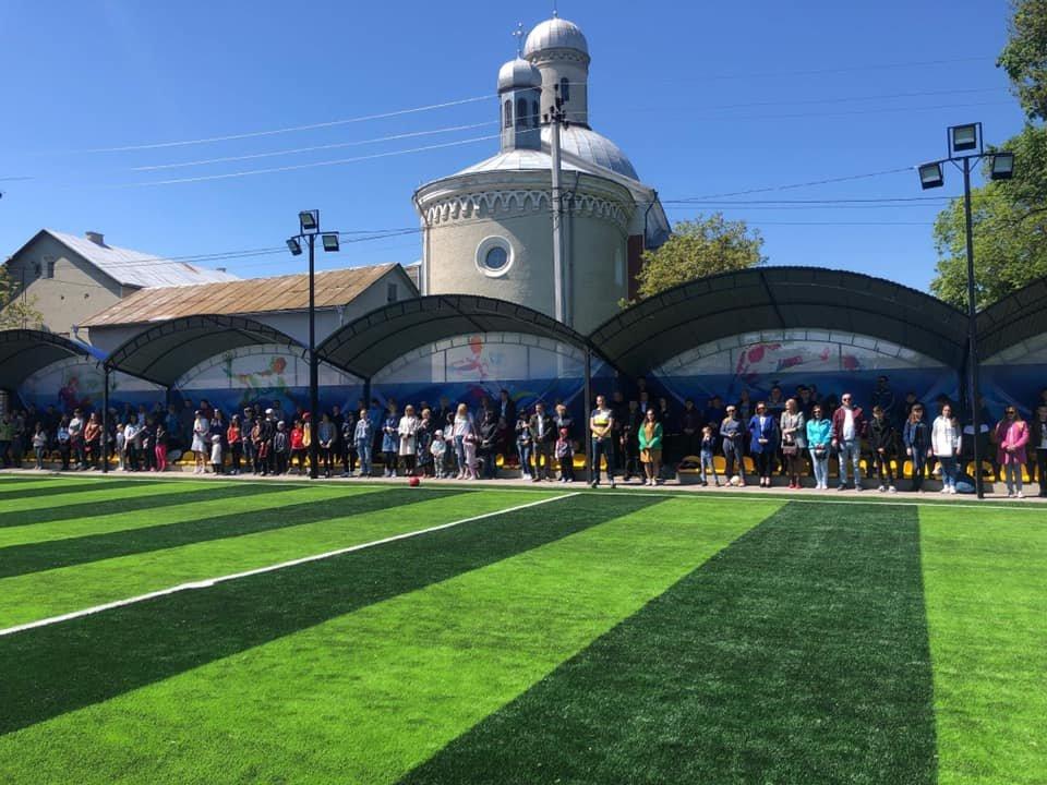 У Кіцмані презентували відремонтований спортивний майданчик з штучним покриттям, фото-4