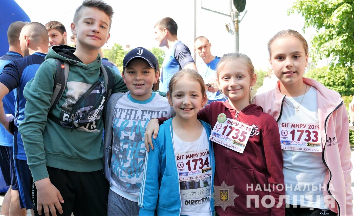 """В Чернівцях відбувся щорічний марафон """"Біг миру"""", фото-12"""