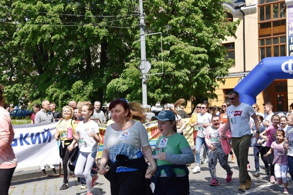 """В Чернівцях відбувся щорічний марафон """"Біг миру"""", фото-20"""