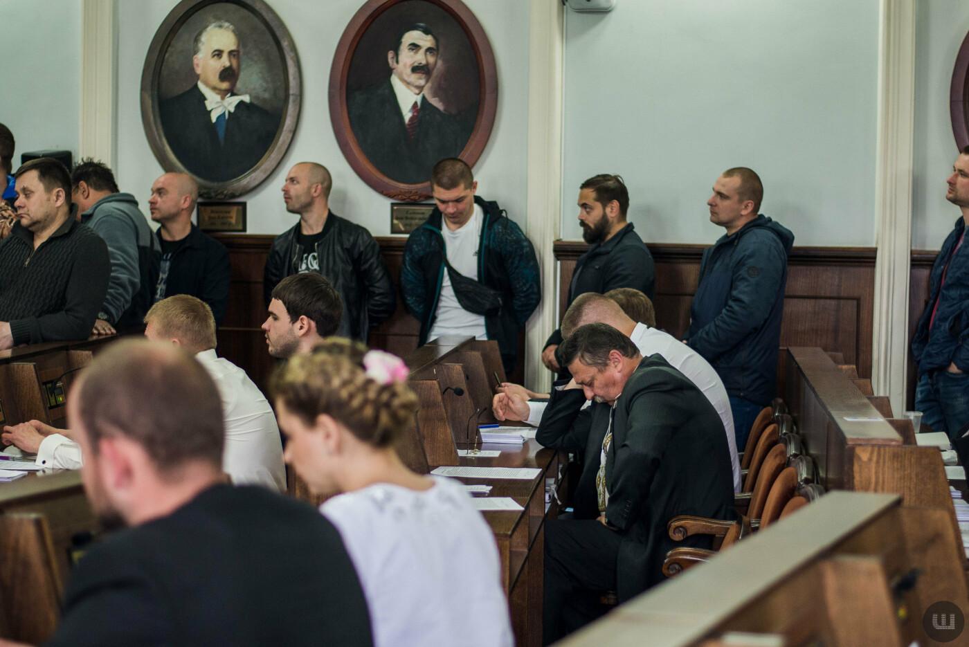 Сесійну залу Чернівецької міської ради знову заблокували, фото-2