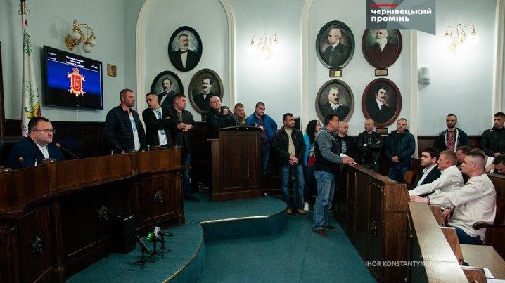 Сесійну залу Чернівецької міської ради знову заблокували, фото-1