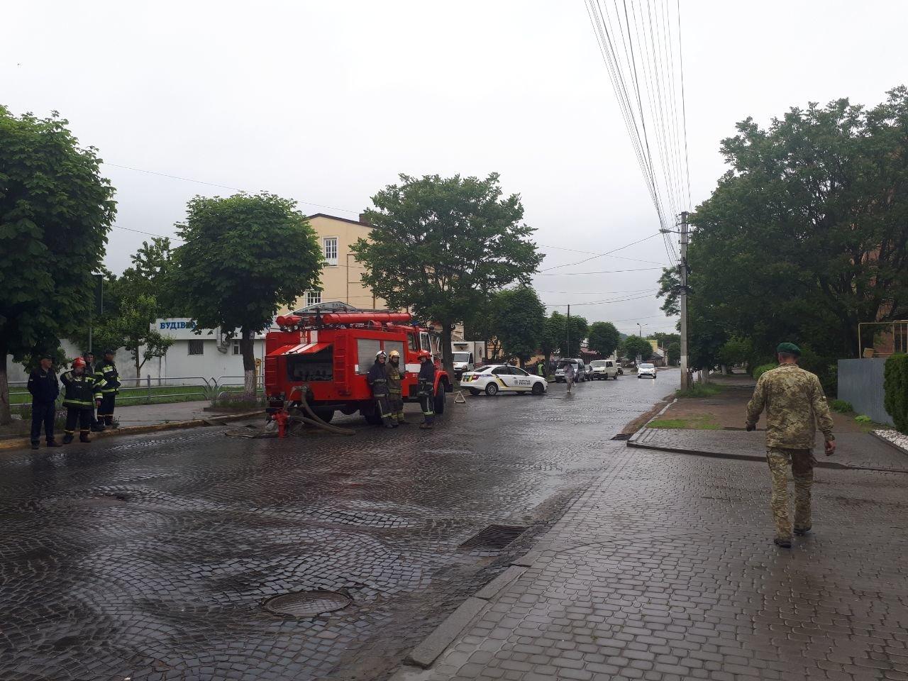 У Чернівцях замінували Управління поліції, фото-4