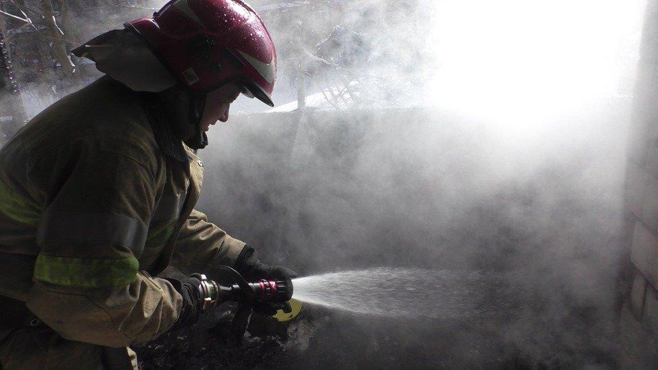 Вогнеборці врятували від знищення 6 будівель на Буковині за добу, фото-1