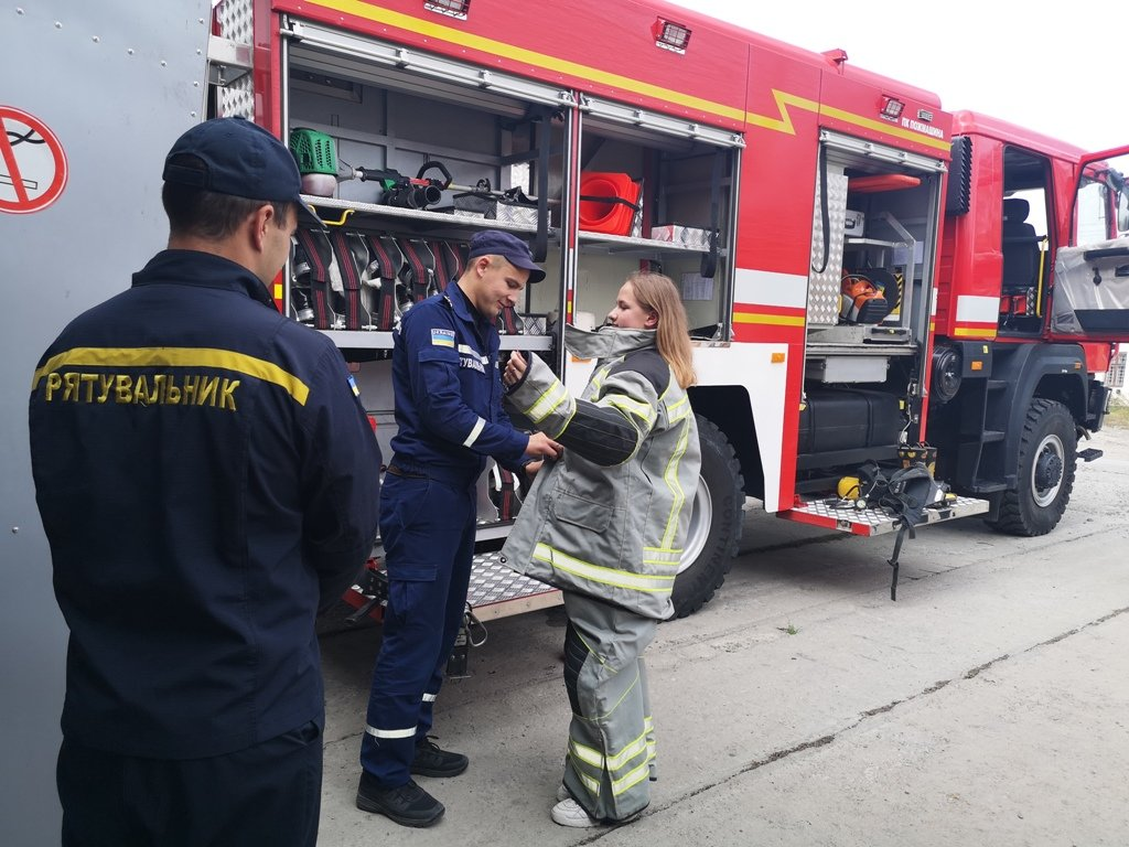 Про свою роботу розповіли рятувальники в одній із шкіл Буковини - фото, фото-2