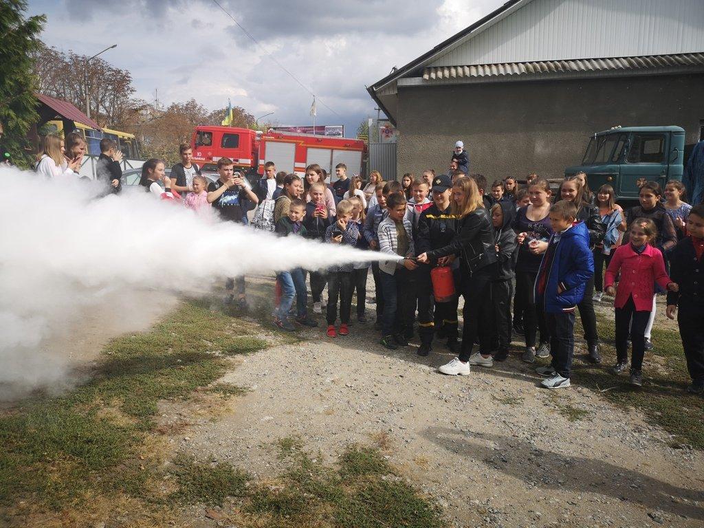 Про свою роботу розповіли рятувальники в одній із шкіл Буковини - фото, фото-1