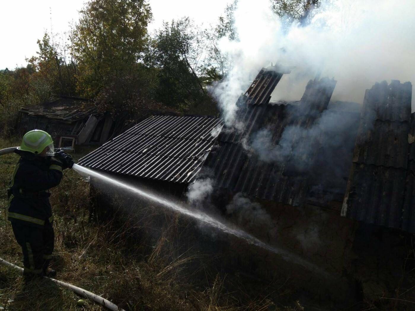 Згоріла господарська будівля на Буковині минулої доби, фото-1