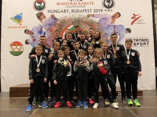 Спортсмени Чернівців привезли 23 медалі з чемпіонату Європи по карате у Будапешті - фото, фото-1