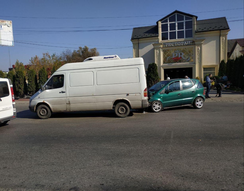 Два Мерседеси зіткнулися у Чернівцях - ФОТО, фото-2