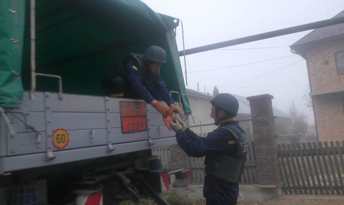 Дві гранати знайшли на подвір'ї чернівчанина - ФОТО, фото-1
