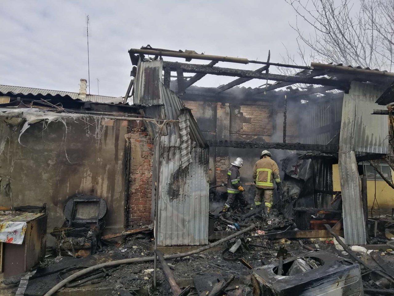 Горіли гаражі та суха трава - за добу на Буковині трапилося десять пожеж, фото-1