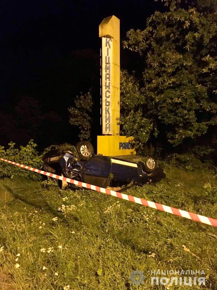 Водій легкового транспорту не впорався із керуванням - фото пресслужби Нацполіції Чернівецької області