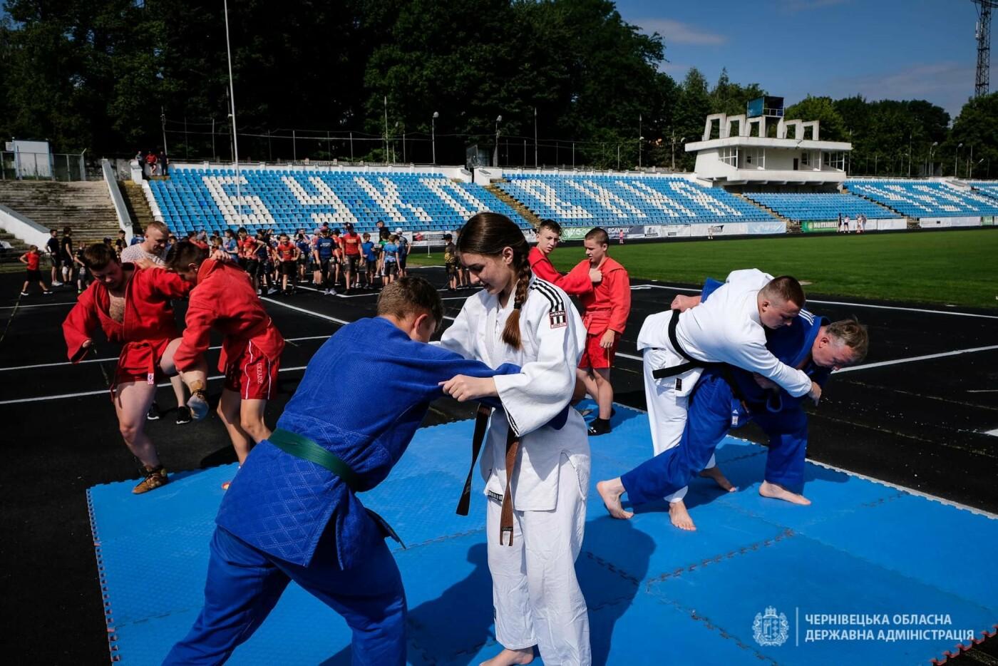 """Чернівчани тренувалися на стадіоні """"Буковина"""""""