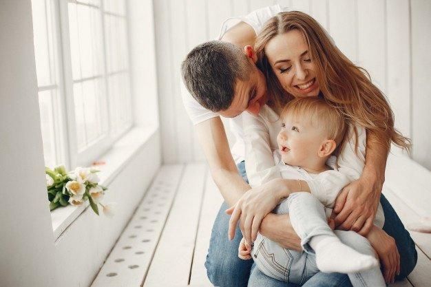 підтримка партнера зменшує нервозність жінки після пологів