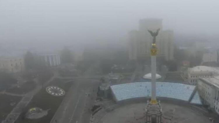 Імовірно, причиною погіршення якості повітря у столиці стала волога, тепла і майже безвітряна погода.
