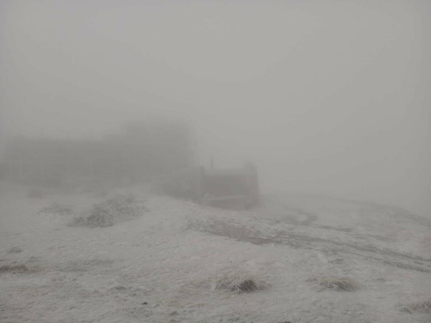 гора Піп Іван вкрита снігом - фото з відкритих джерел