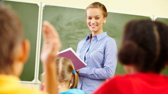 Учні у класі користуються українською, а як лунає дзвоник, виходять у коридор і перемикаються на російську