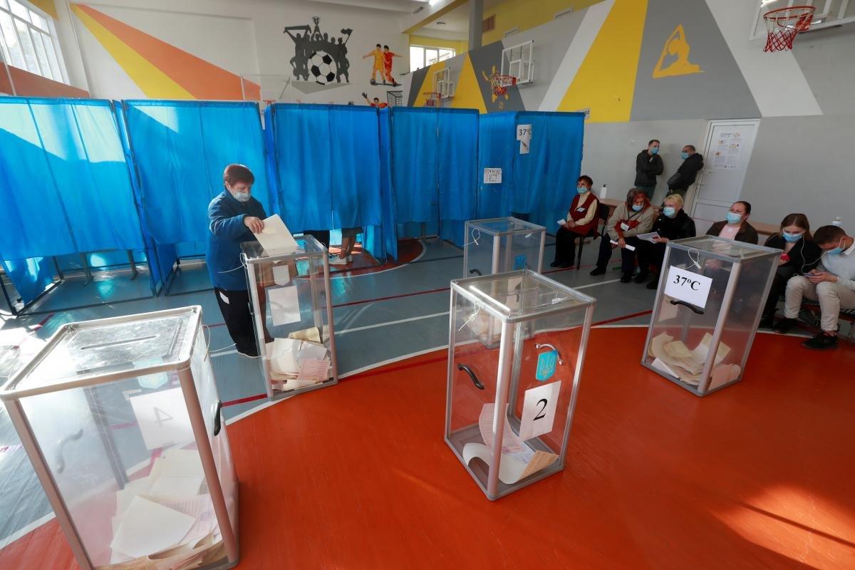 Ляшко каже, що грубих порушень норм МОЗ на виборах не було / REUTERS